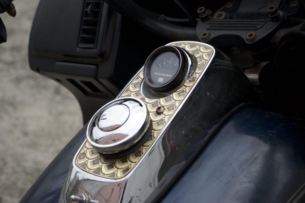 ハーレーダビッドソン FXR フューエルタンクコンソール 真鍮製カバー