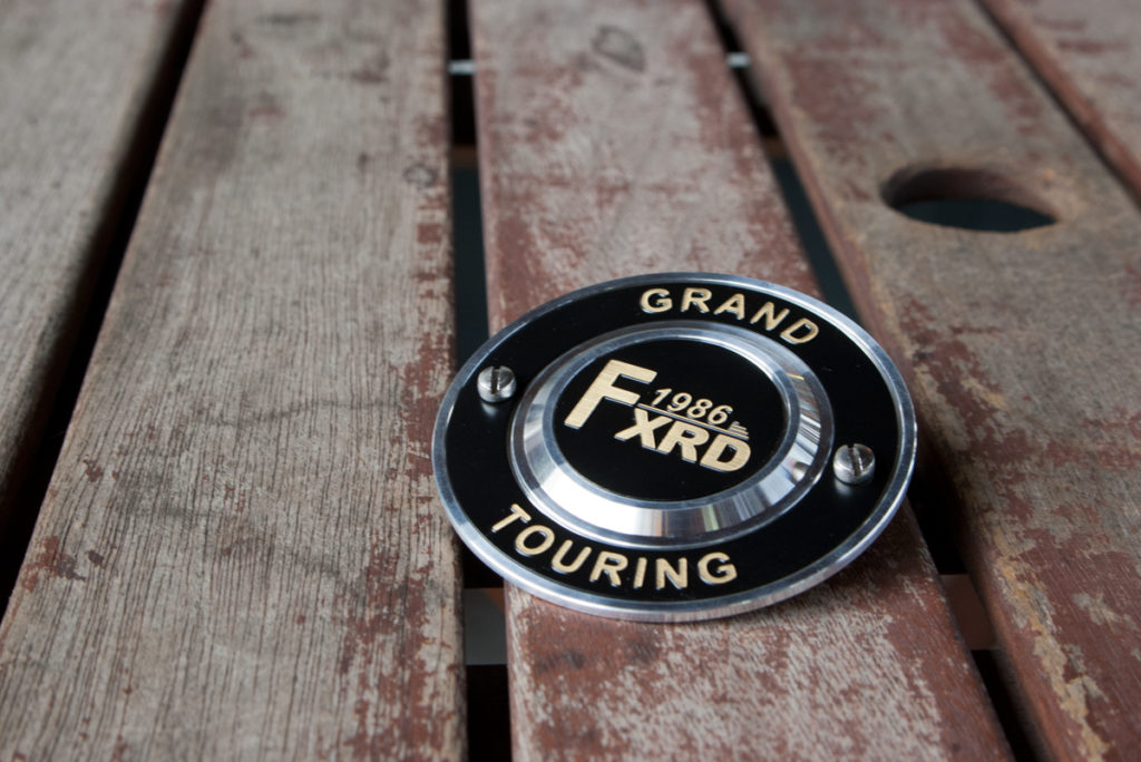 Harley-Davidson FXRD Grand Touring ポイントカバー